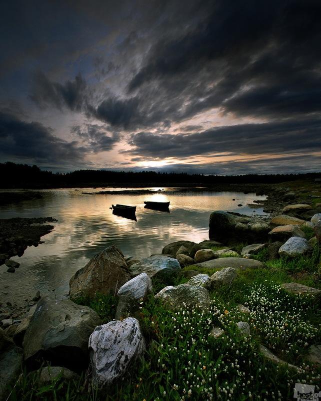 Закат в рыбацкой деревне. Автор Георгий Шпикалов.jpg