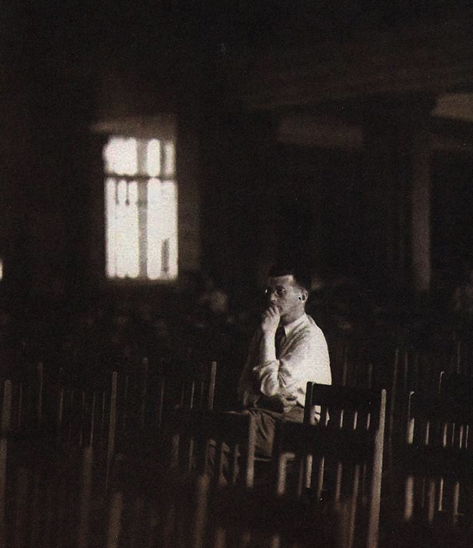 Дмитрий Шостакович во время блокады, 1942 год.jpg