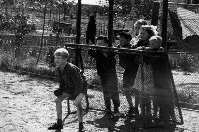 Дмитрий Воздвиженский и Нина Свиридова «Вратари», 1970.jpg
