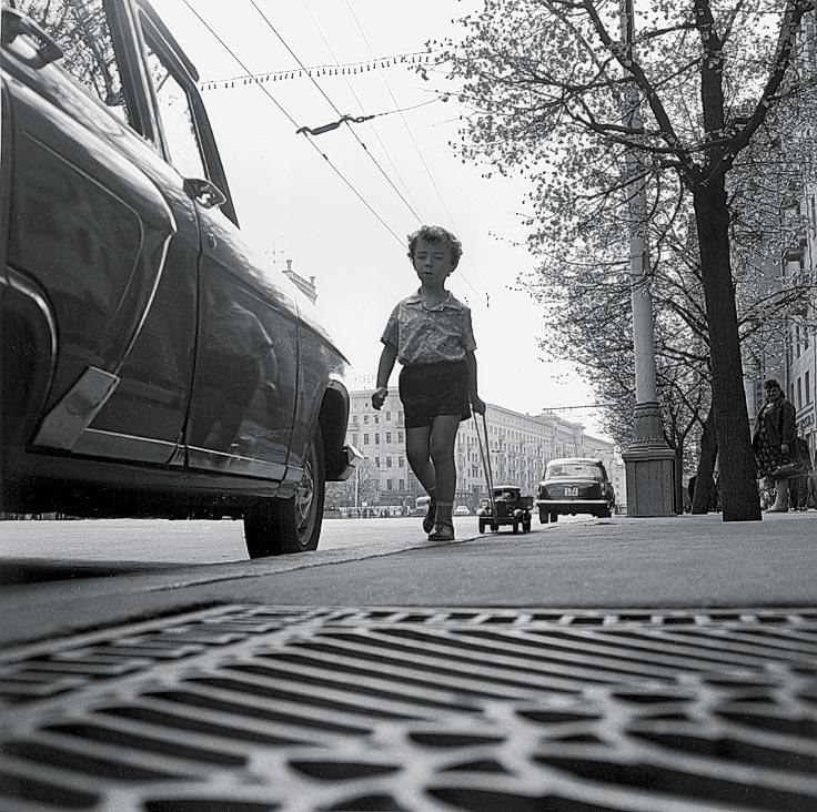 Николай Рахманов «Мальчик и машина», 1960.jpg
