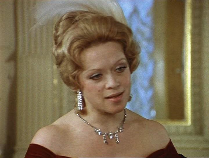 012 1974 г Соломенная шляпка - баронесса де Шампеньи.jpg
