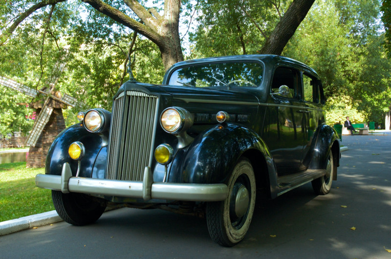 Легковой автомобиль Packard (1937), США.jpg