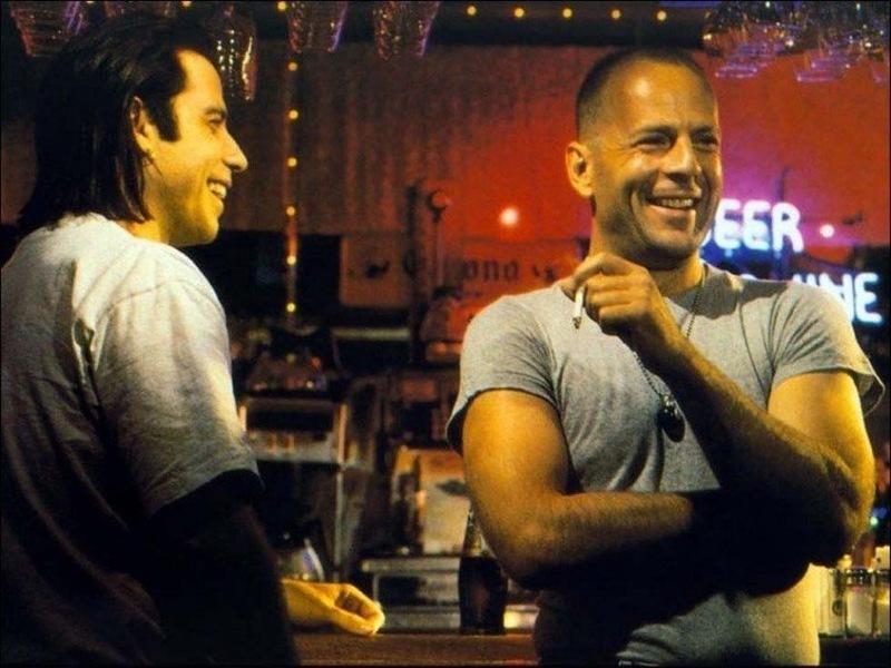 «Криминальное чтиво» Джон Траволта и Брюс Уиллис смеются в перерывах между съемками.jpg
