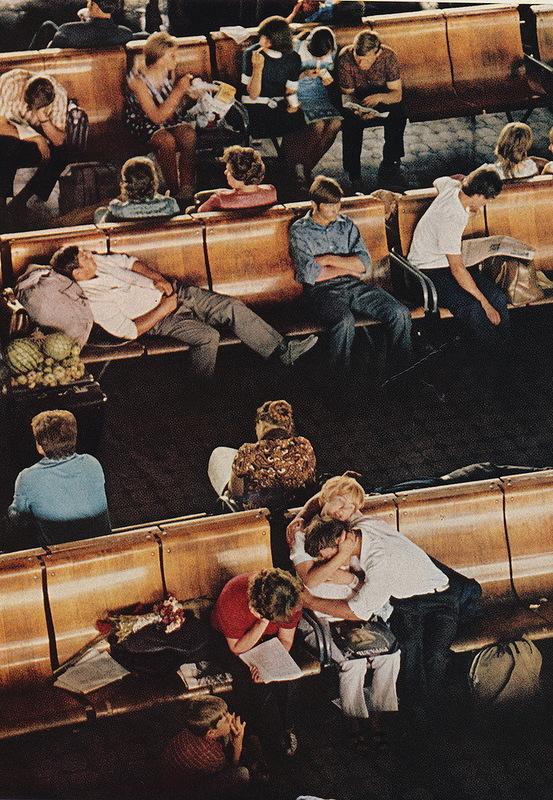 Новосибирск. Зал ожидания на вокзале. 1976. Автор  Дин Конгер.jpg