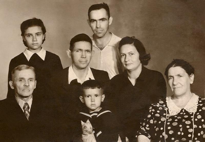 1127 Стас Садальский с мамой, папой, бабушкой, дедушкой, дядей и тетей.jpg