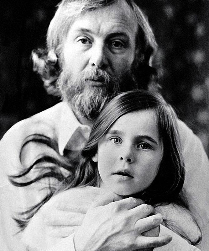 1130 Иннокентий Смоктуновский с дочерью Машей.jpg