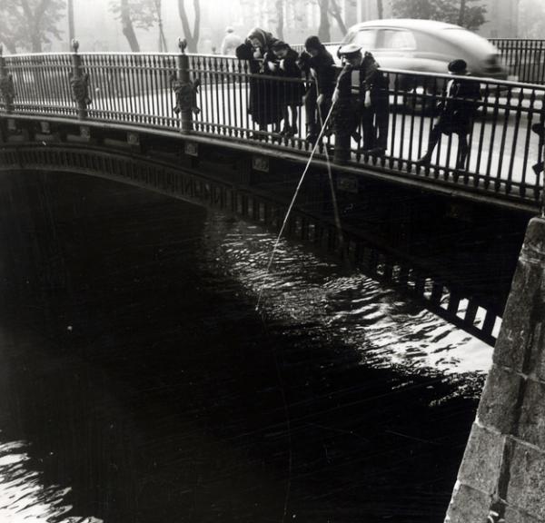 Рыбалка на канале Грибоедова, 1957.jpg
