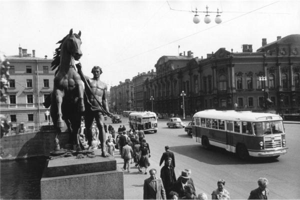 Аничков мост. Автор Трахман Михаил, 1950-е.jpg