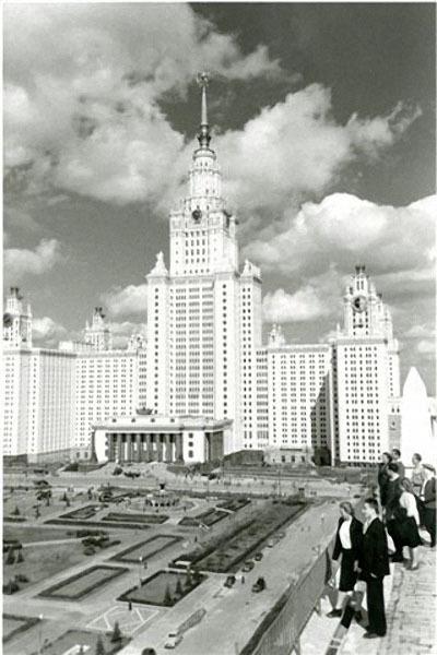 МГУ.  Первые студенты. Автор Драчинский Николай, 1953.jpg