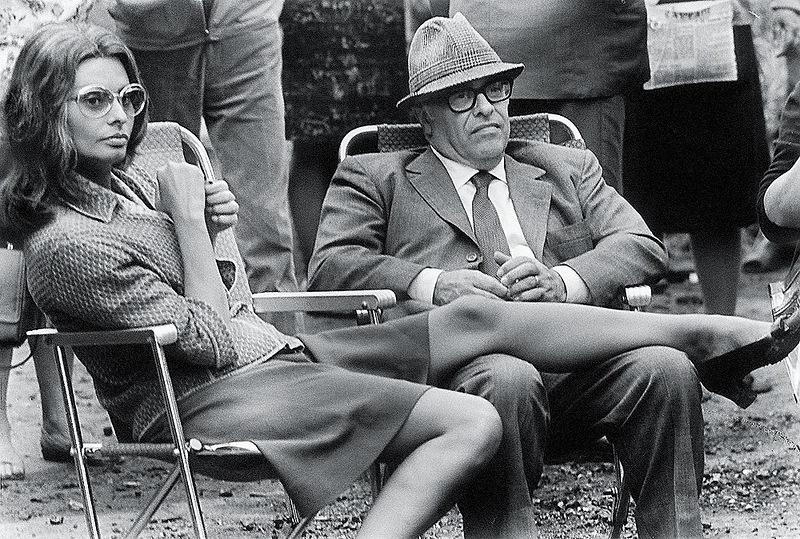 Валерий Генде-Роте «Минутный отдых» (София Лорен и Карло Понти в Москве на съемках фильма «Подсолнухи»), 1969.jpg