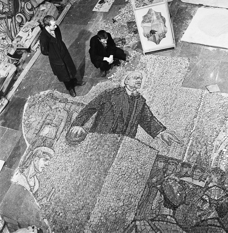 Виктор Ахломов Мозаика для станции метро 'Комсомольская, 1964.jpg