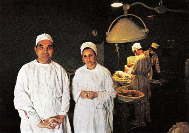 140 Николай Блохин (Президент АМН СССР) и его жена Надежда, после операции по уделению опухоли.jpg