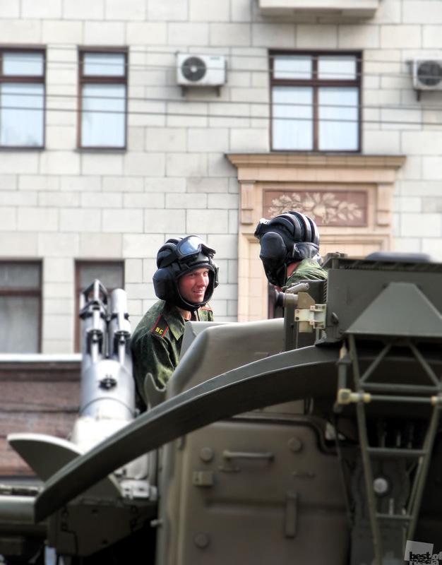 Перед парадом. Автор Сергей Ососов.jpg