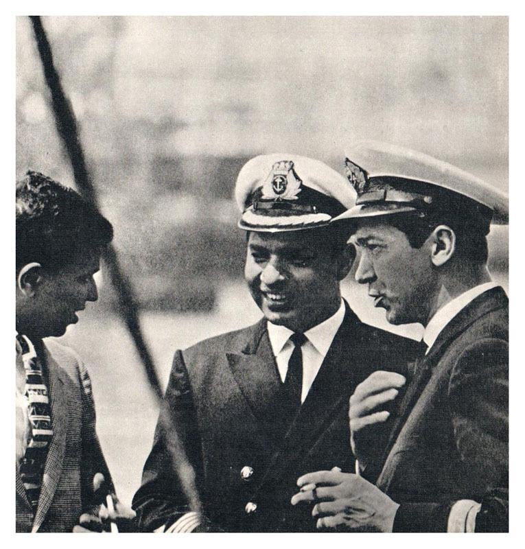 Начальник Одесского морского порта О. К. Томас разговаривает с капитанами индийских теплоходов