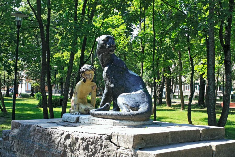 230 памятник Маугли и Багире в Приозёрске