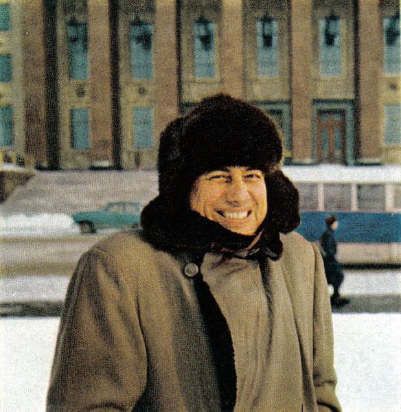 124 На фоне Клубной части ГЗ МГУ. Холодно!.jpg
