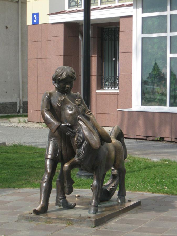 237 памятник коньку-горбунку в Тобольске