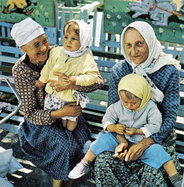 139 Бабушки с внуками.jpg
