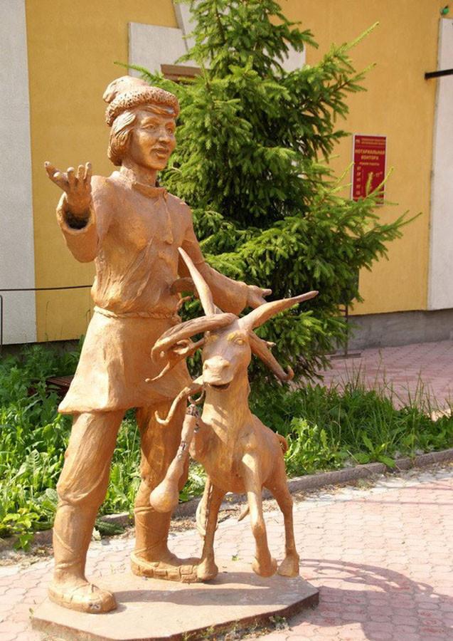 239 памятник коньку-горбунку в Ишиме