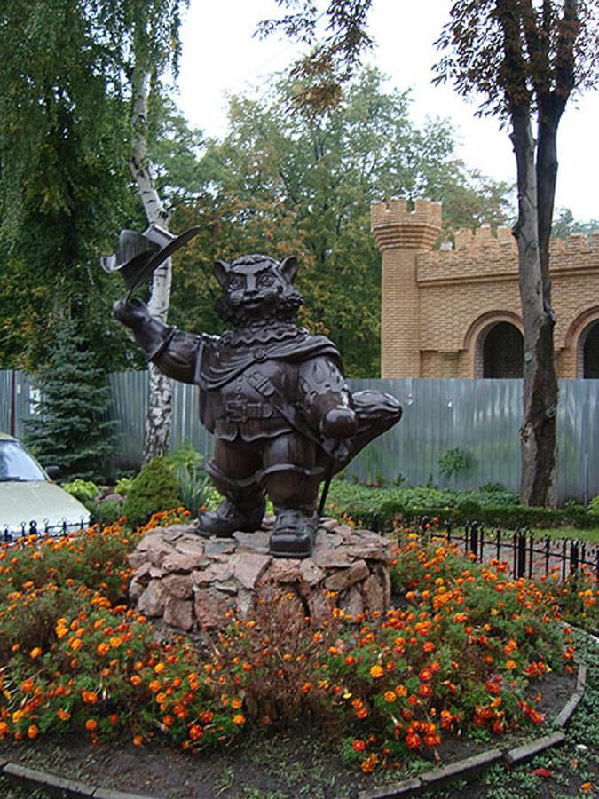 242 Памятник Коту в сапогах в Кременчуге