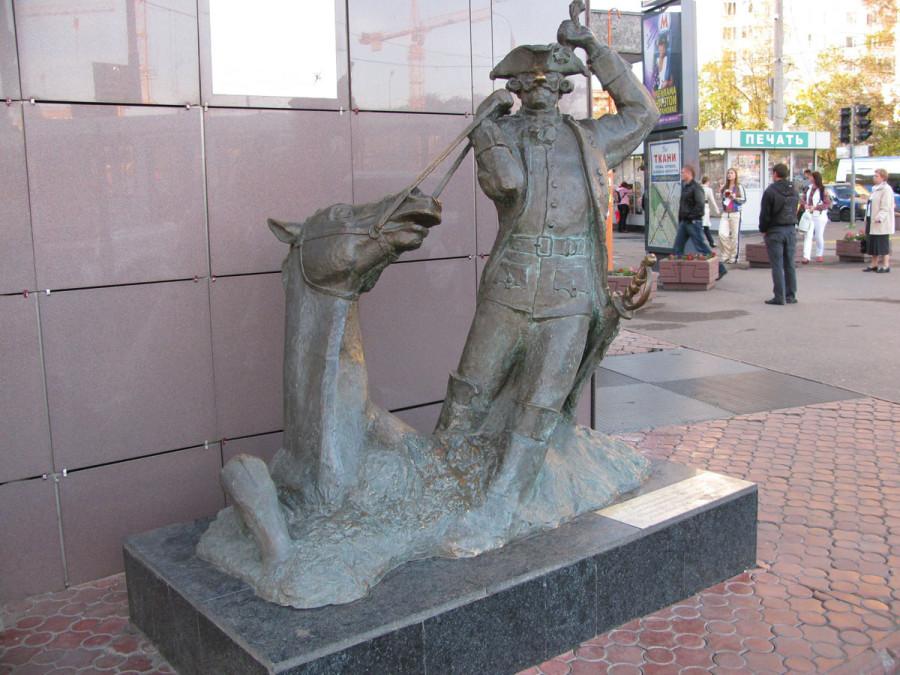 244 памятник барону мюнхгаузену в Москве