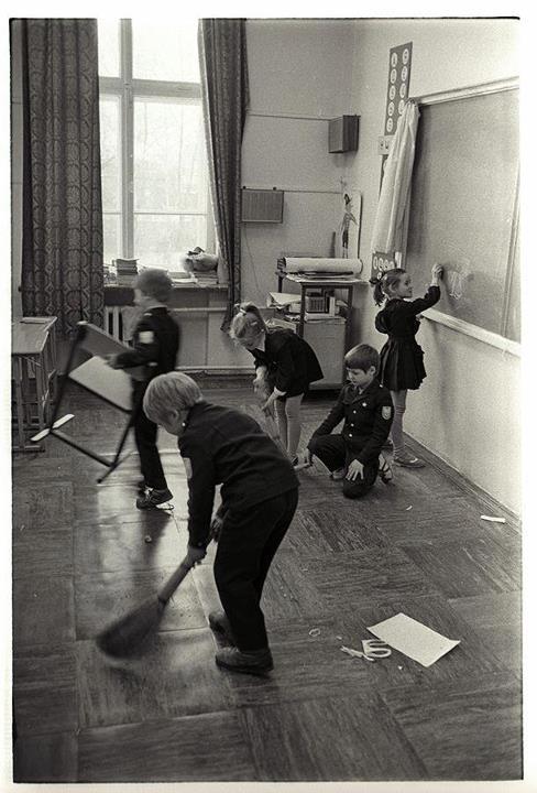 Генеральная уборка в школе, 1981.jpg