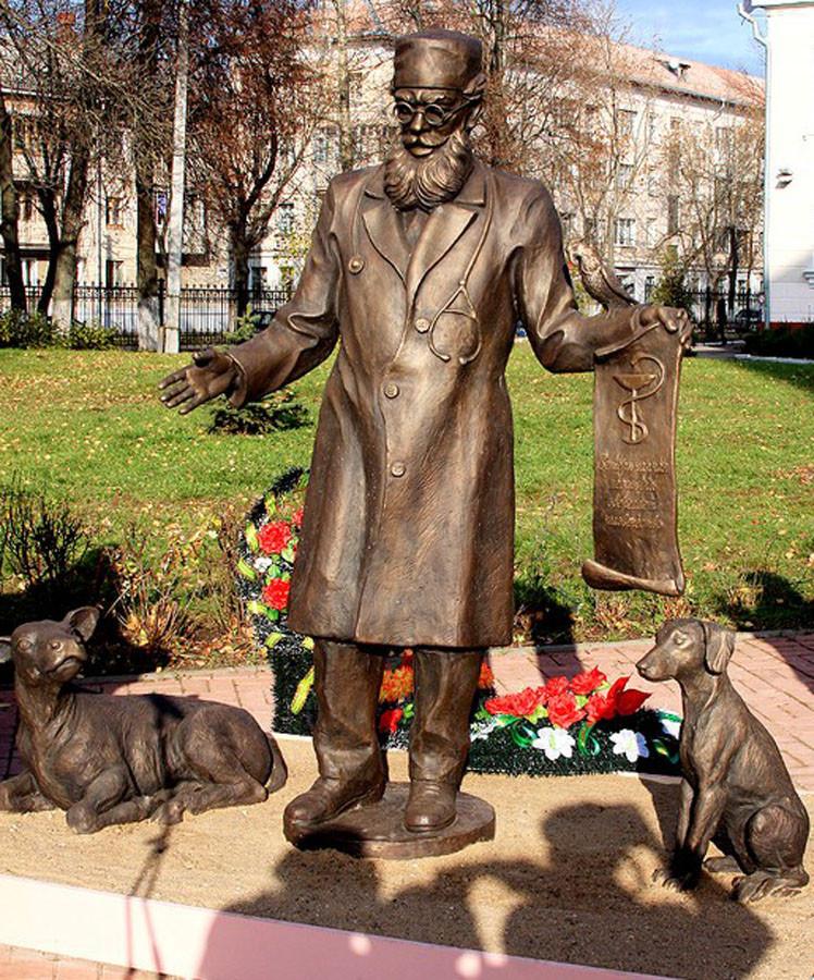 247 памятник доктору айболиту в Витебске