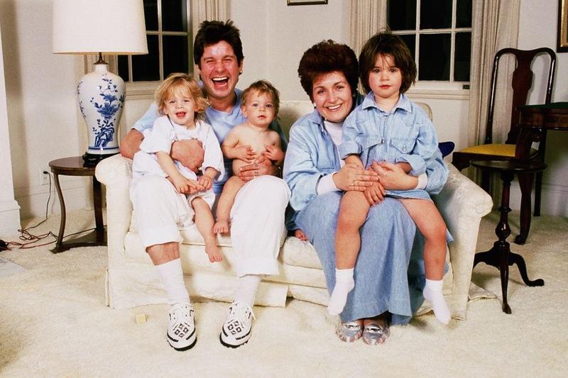 1089 Оззи Осборн  со своими детишками начало 90-х.jpg