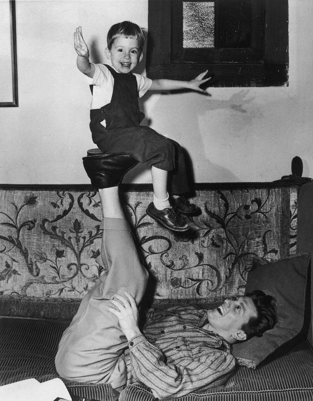 1097 Майкл Дуглас с отцом.jpg