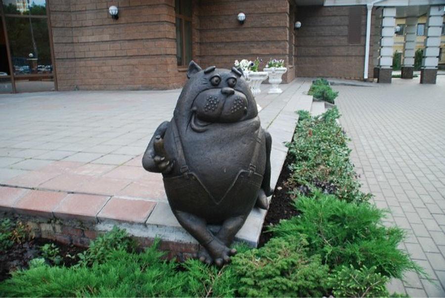 252 памятник коту из мультфильма «Возвращение блудного попугая» в Москве