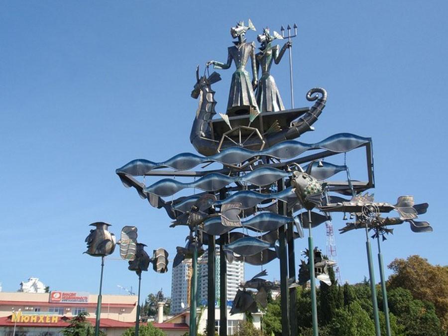 253 Памятник героям мультфильма «В синем море, белой пене…»