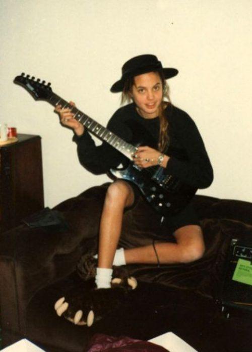 365 Молодая Анджелина Джоли