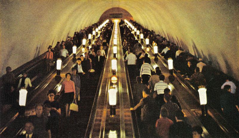 118 4-х ленточный эскалатор на Киевской.jpg