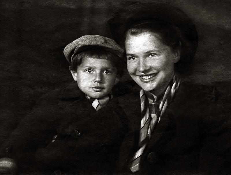 1072 Саша Пороховщиков с мамой Галиной Александровной.jpg
