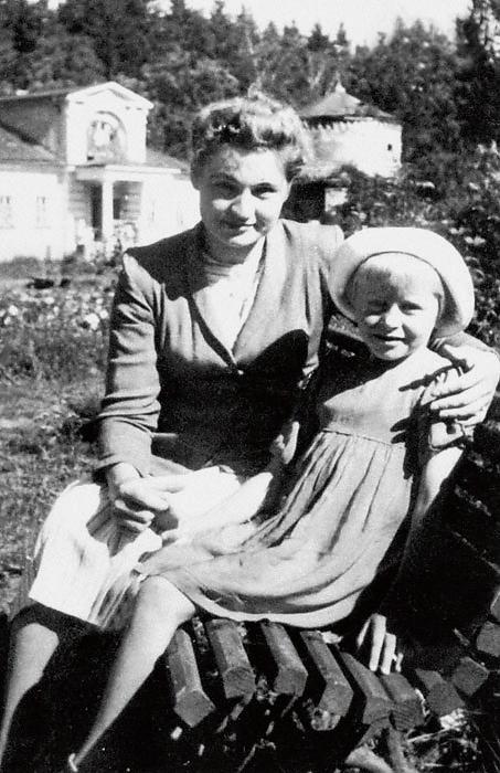 1075 Ангелина Вовк с мамой Марией Кузьминичной.jpg