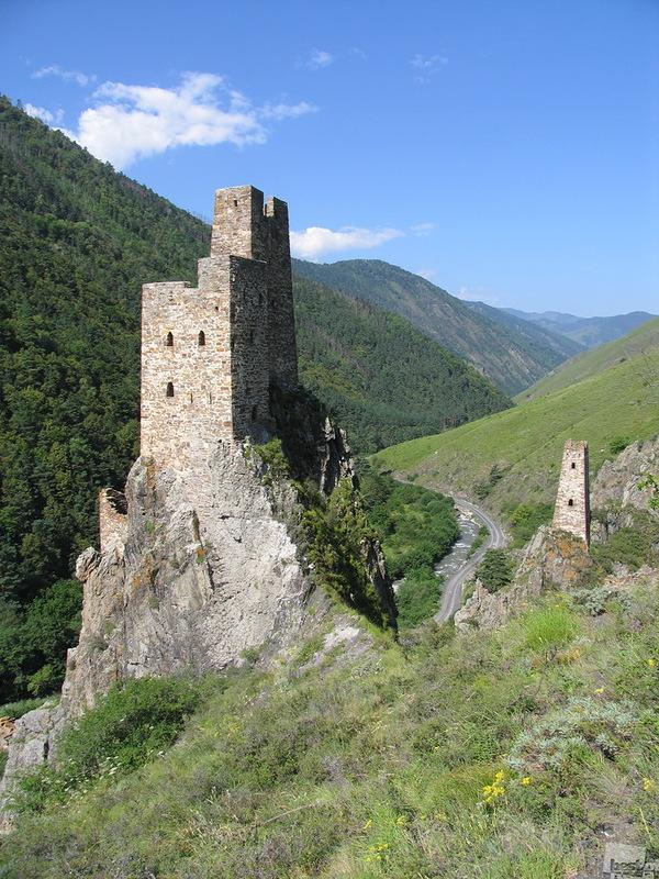 Замок-Крепость Вовнушки. Автор Хизир Эсмурзиев.jpg