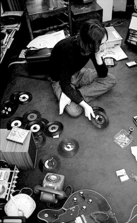 376 Джон Леннон