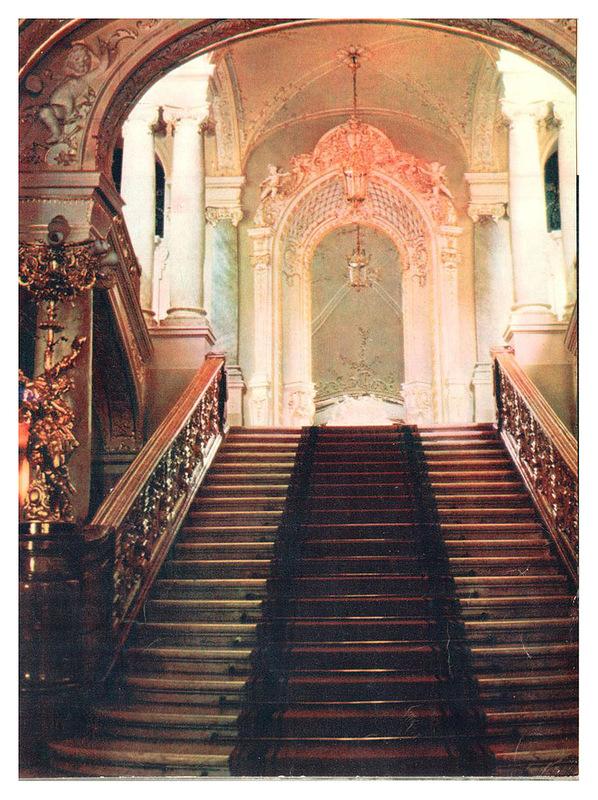 Интерьеры театра оперы и балета