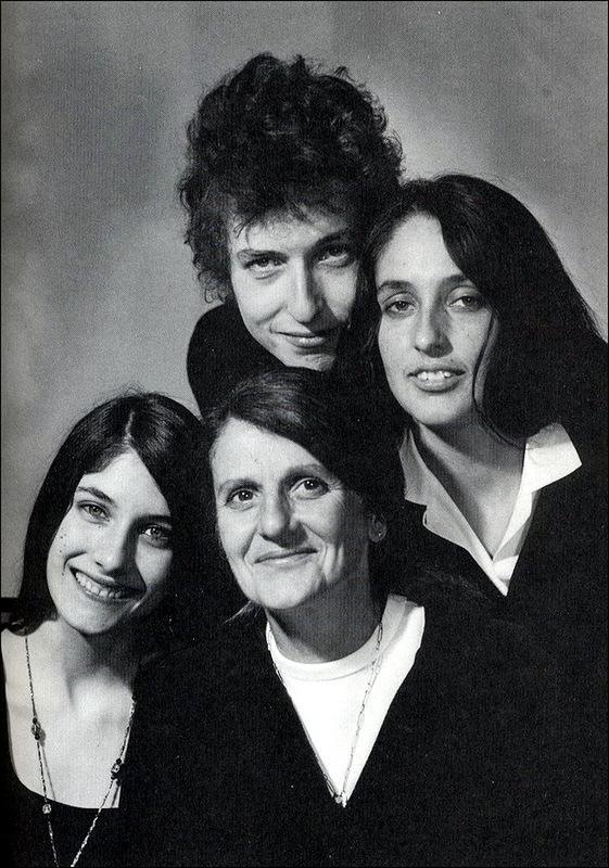 1042 Боб Дилан, Джоан Баэз и Мими и их мать, 1965.jpg