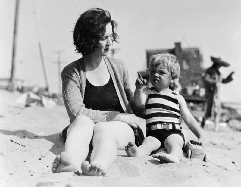 1048 Глэдис Пёрл Бейкер с дочерью Нормой (Мэрилин Монро), 1929 год.jpg