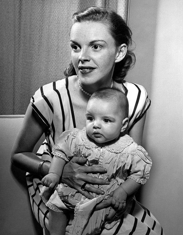 1049 Лайза Минелли с мамой, Джуди Гарленд.jpg