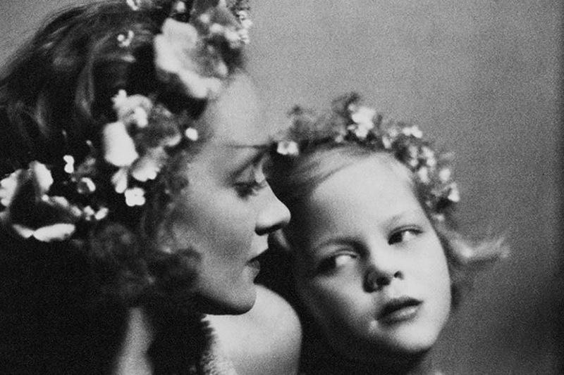 1050 Марлен Дитрих с дочерью Марией.jpg
