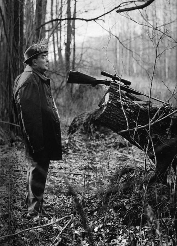 Охотничье хозяйство Залесье. Л. И. Брежнев во время охоты. Автор Мусаэльян Владимир, 1976.jpg