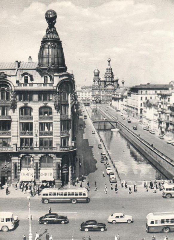 018 Перспектива канала Грибоедова. Слева - Дом книги.jpg