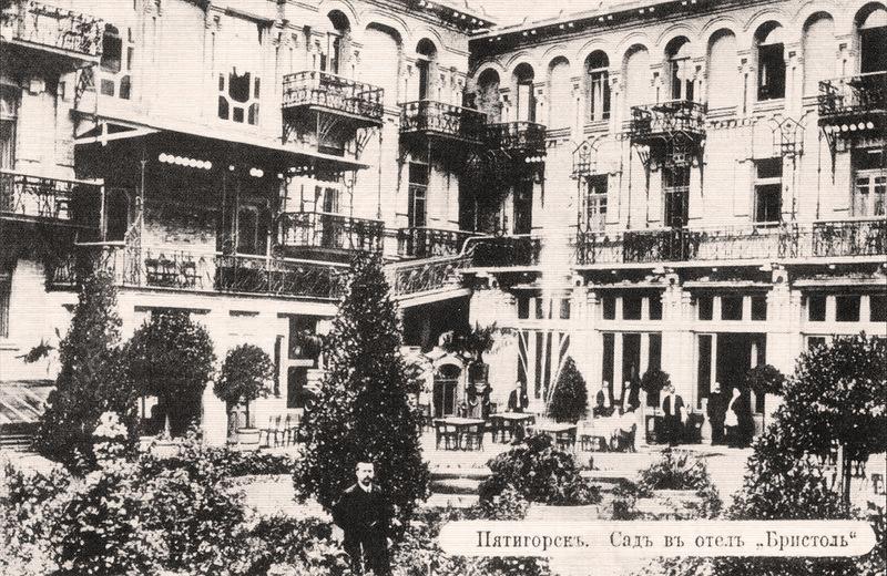 Сад во внуртеннем дворике гостиницы «Бристоль» (1910-е годы)