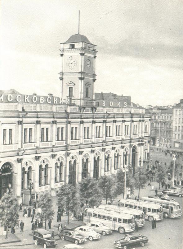 Площадь Восстания. Московский вокзал