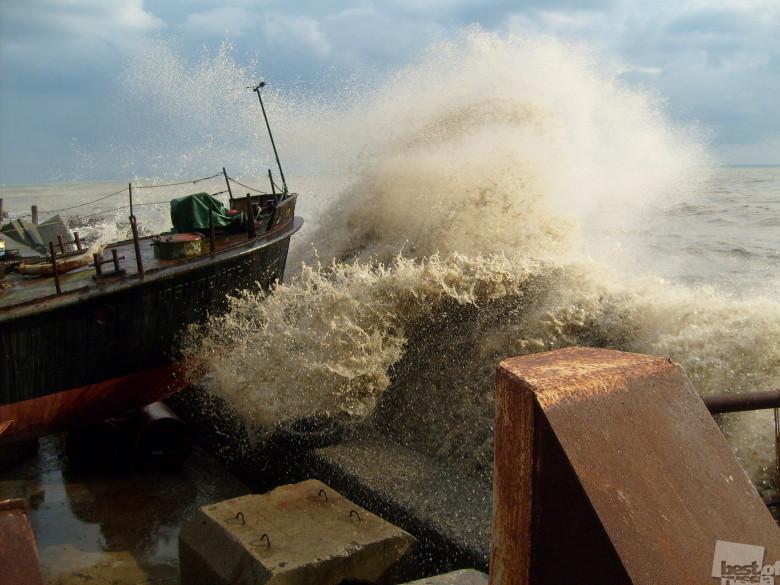 Шторм на море, автор Евгений Кобзев.jpg
