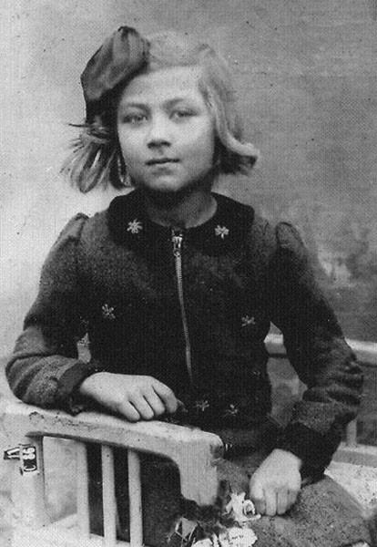 Знаменитости в детстве. Фото из домашних архивов детские фото