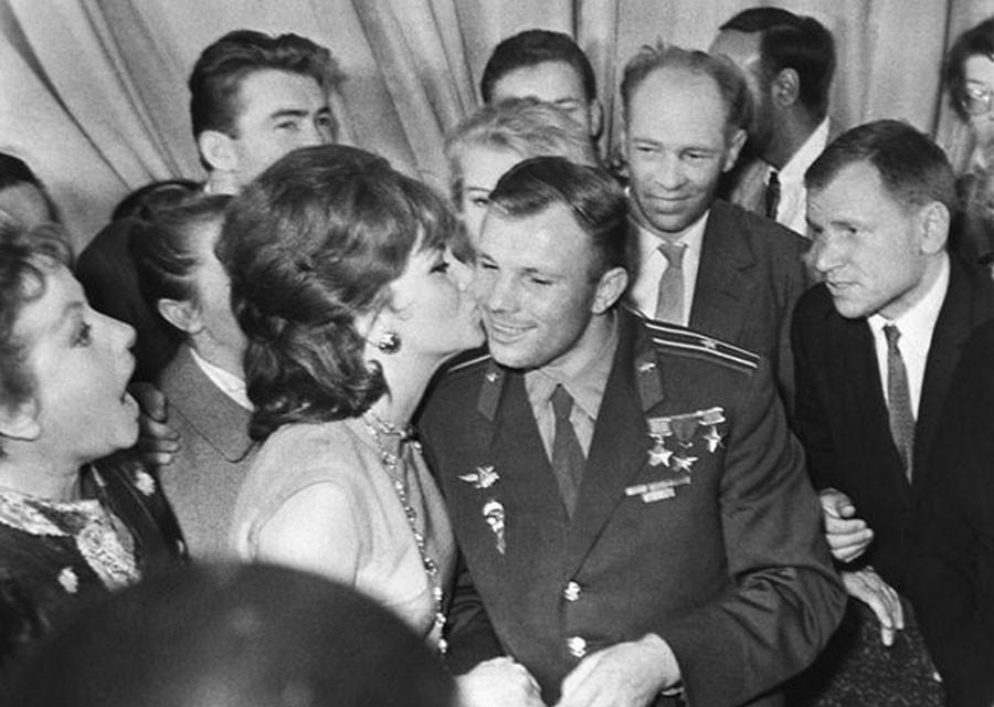 Юрий Гагарин и Джина Лоллобриджида