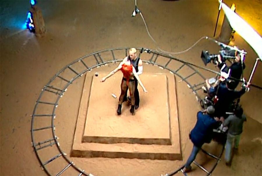 Брюс Уиллис и Мила Йовович на съёмках Пятого элемента